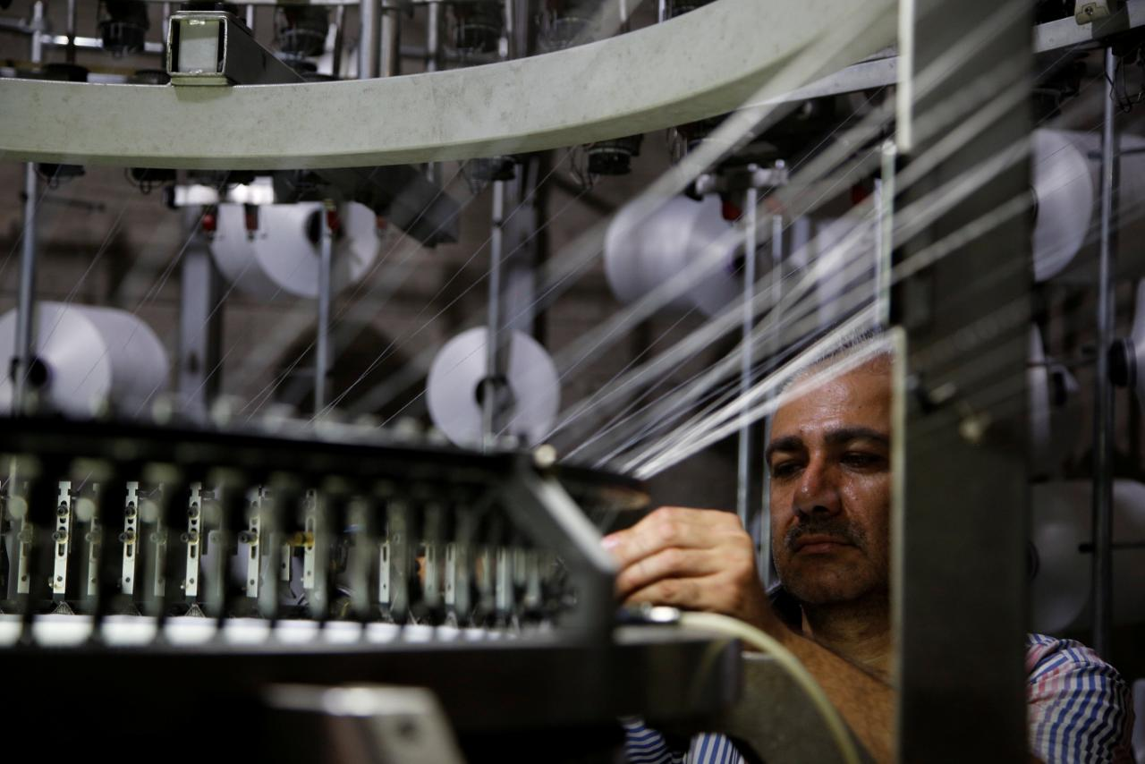 The Syrian Economy at War Labor Pains Amid the Blurring of the Public and Private Sectors